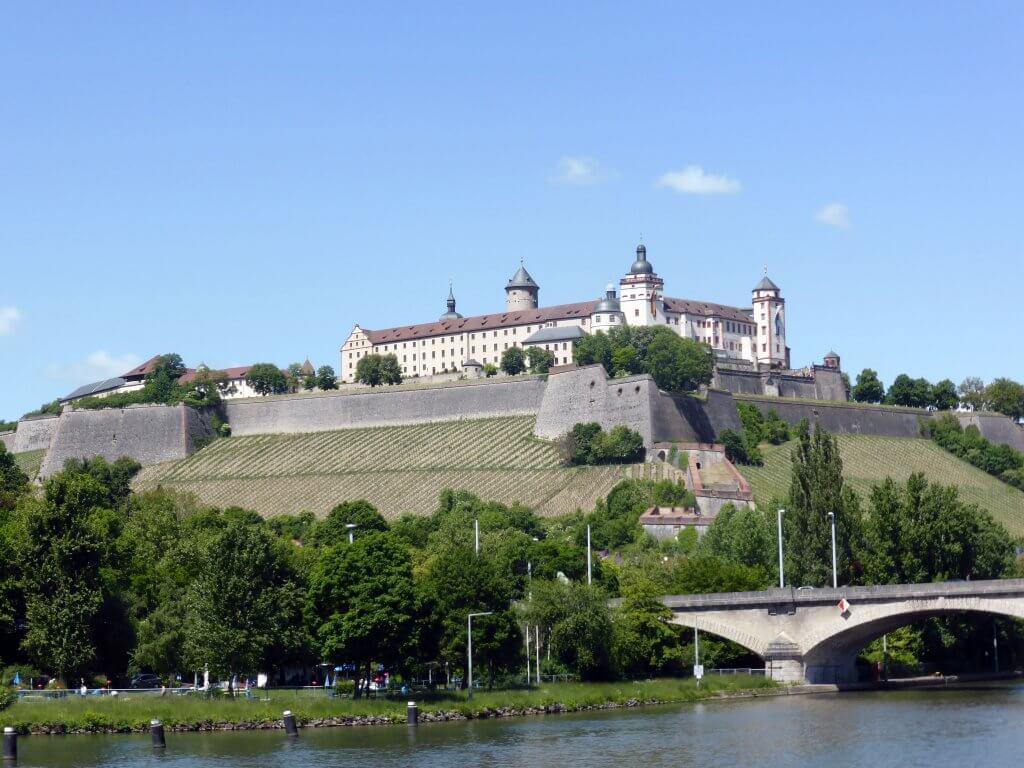 Kig til Festung Marienberg. Würzburg har mange seværdigheder at byde på.